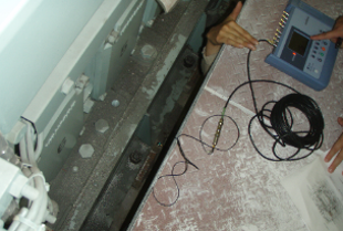 主機取付け位置の振動計測